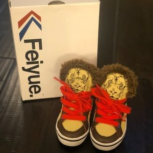 Toddler Feiyue sneakers size 6